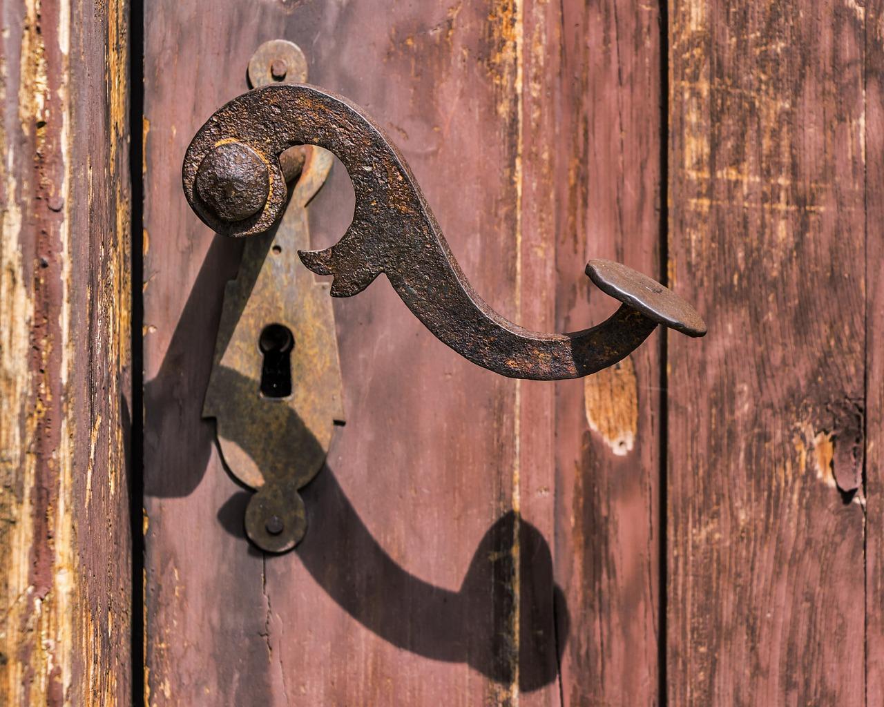 Des conseils pour rénover une porte en bois